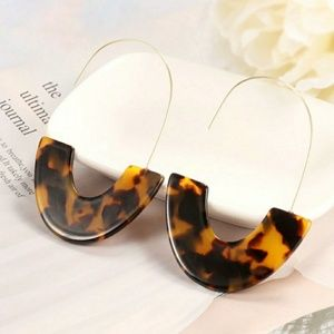 Jewelry - 1960's Leopard Print Acrylic and Gold Earrings
